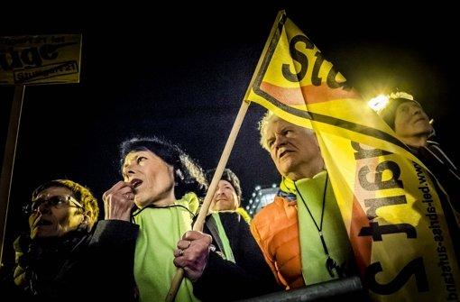 Zur 300. Montagsdemo haben Tausende von Menschen in Stuttgart den Baustopp des Milliarden-Bahnprojektes gefordert.  Foto: Lichtgut/Max Kovalenko
