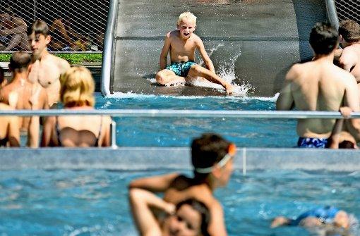 Eigentlich sollten in und um die Becken des   Kirchheimer Freibads – wie auf diesem Foto – Spaß und Unbeschwertheit herrschen. Foto: Horst Rudel/Archiv