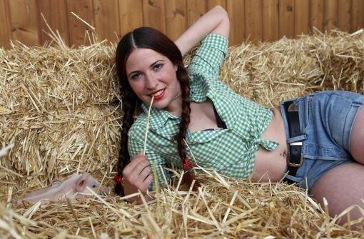 Junge Erntehelferin vom Bauern durch gefickt