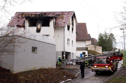 In der Nacht auf Sonntag sterben zwei Jugendliche bei einem Hausbrand in Rottweil. Die Ursache des Feuers ist noch unklar. Foto: dpa