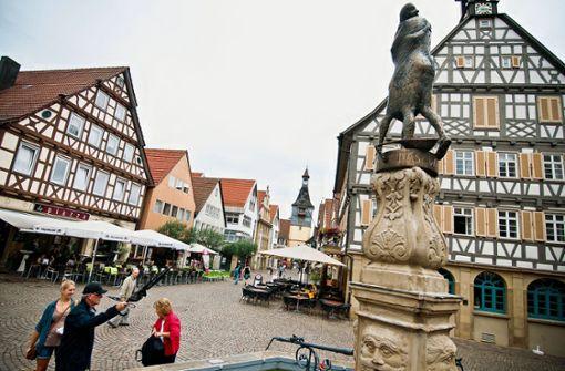 Am Winnender Marktbrunnen gibt es jeden Freitag um 18.30 Uhr den Kunsttreff. Foto: STN Archiv