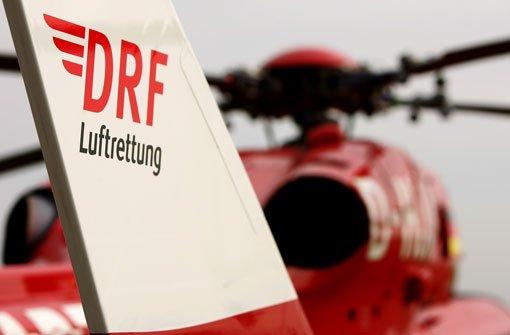 Ein Krankenhausangestellter kommt am Donnerstag in Stuttgart-Mitte den Rotorblättern eines Rettungshubschraubers zu nahe und bezahlt dafür mit seinem Leben (Symbolbild). Foto: DRF-Luftrettung
