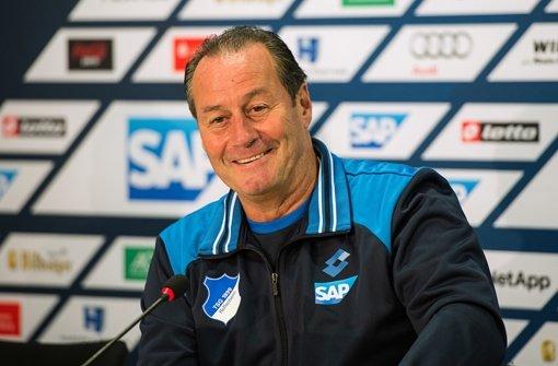 Hoffenheim-Trainer Huub Stevens am Dienstag bei einer Pressekonferenz in Zuzenhausen Foto: dpa