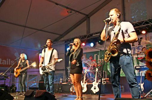 Die Party- und Schlagerband Dirty Saints hat am Samstag für Stimmung gesorgt. Foto: