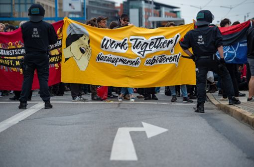 Neun Verletzte bei Protesten gegen Rechts und gegen Flüchtlinge