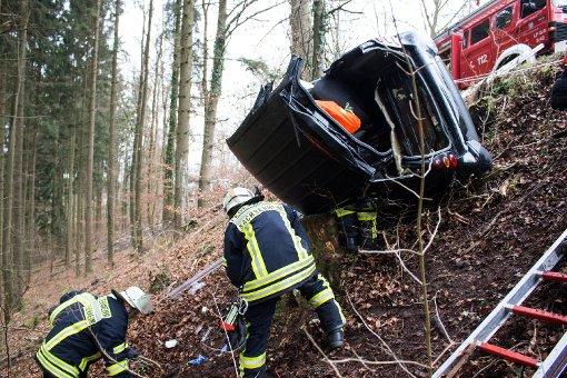 Eine 20 Jahre alte Frau ist in Sachsenheim im Kreis Ludwigsburg mit ihrem Smart eine Böschung hinunter gefahren. Foto: www.7aktuell.de | Jochen Buddrick