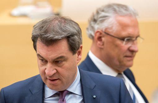 Nach dem Wirbel um die neue Kreuz-Pflicht in bayerischen Behörden plant Ministerpräsident Markus Söder (CSU) nun einen runden Tisch zu Werten, Kultur und Identität des Landes. Foto: dpa