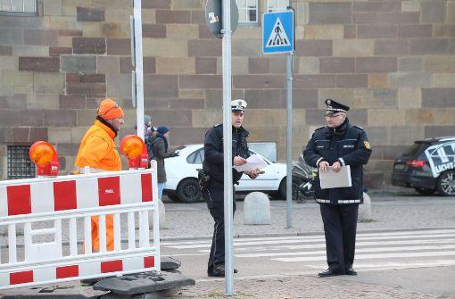 Insbesondere gelten die erhöhten Sicherheitsmaßnahmen vor allem auf dem Weihnachtsmarkt, der Oberbürgermeister Fritz Kuhn zufolge, wie geplant bis Freitag stattfinden soll. Foto: SDMG