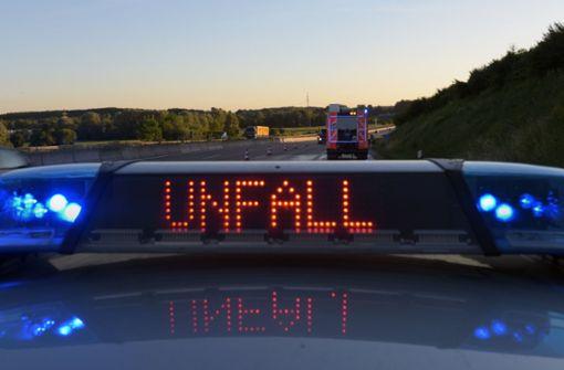 Zu einem Unfall mit zwei Fahrzeugen kam es am Freitag bei Esslingen. Foto: dpa