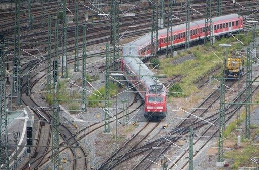 Für die heute in die Landeshauptstadt führende Gäubahn ist im Zuge von S 21 nur noch ein auf S-Bahn-Niveau reduzierter neuer Anschlusstunnel vorgesehen Foto: dpa