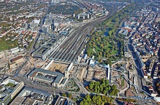 Im Schlossgarten soll bald die Bodenplatte für den Tiefbahnhof betoniert werden. Noch fehlt dafür aber die Genehmigung Foto: Manfred Grohe