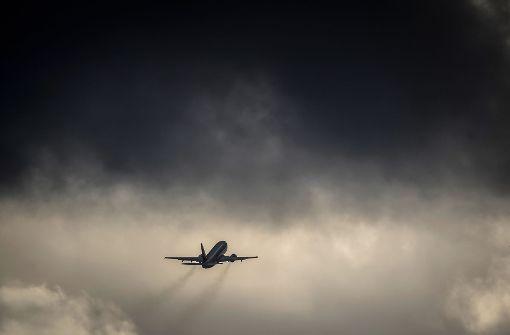 Offene Tür, Passagierflugzeug muss umkehren