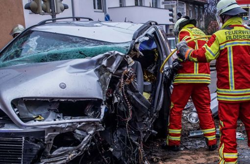 Mann stirbt bei Unfall mit Mercedes-SUV