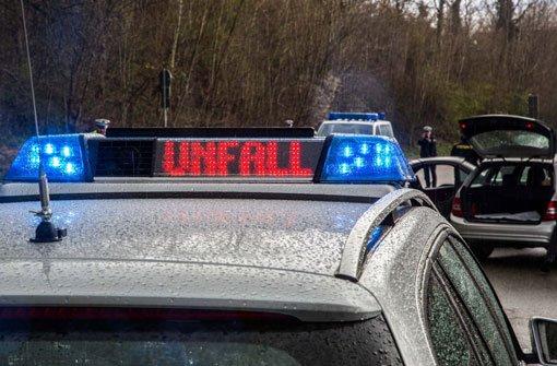 Auf schneeglatter Straße hat sich am Samstagnachmittag bei Alfdorf ein schwerer Verkehrsunfall zugetragen. Foto: 7aktuell.de