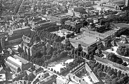 So sah Stuttgarts Zentrum 1925 von oben aus. Der bSchlossplatz/b sieht heute...br Foto: Landesmedienzentrum Baden-Württemberg