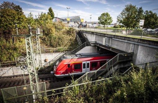 Die Einfahrt der S-Bahn unter den Flughafen Foto: Leif Piechowski