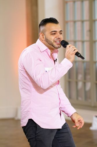 "Mario Turtak sang ""Versace on the Floor"" von Bruno Mars und überzeugte.  Foto: MG RTL D / Stefan Gregorowius"