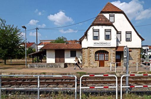 Großer Bahnhof für das  ersehnte Bähnle in Heimerdingen