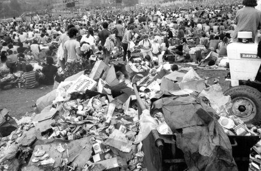 Da werden Archäologen heute noch auf manches stoßen: Blick auf einen von den Besuchern produzierten Müllberg beim Musikfestival Woodstock in Bethel, New York, USA, im August 1969. Foto: dpa