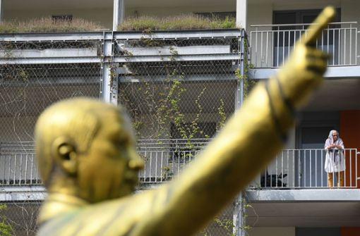 Die etwa vier Meter große Figur war im Rahmen des Kunst- und Theaterfestivals Biennale aufgestellt in Wiesbaden aufgestellt worden. Foto: dpa