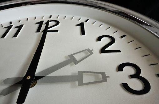 Sonntagnacht wird an der Uhr gedreht