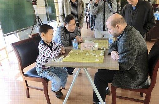 Ein Kulturbotschafter am Schachbrett