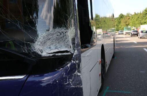 Schwerer Unfall mit Linienbus – mindestens ein Verletzter