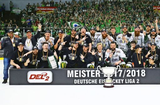 Die Bietigheimer feiern den Zweitliga-Titel – bisher ein Muster ohne Wert.Steelers-Geschäftsführer Volker Schoch hat hohe Ziele. Foto: Baumann