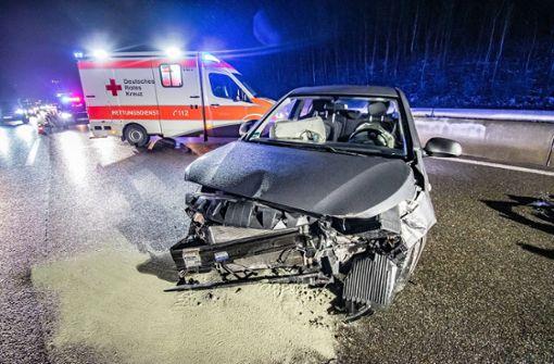 Der Wagen des 25-Jährigen kracht in die Leitplanke. Foto: 7aktuell.de/Marc Gruber