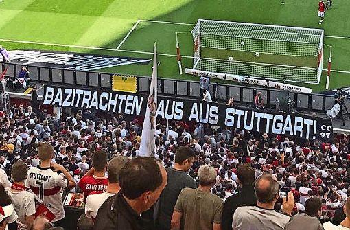 Ultras attackieren VfB-Anhänger  in Tracht