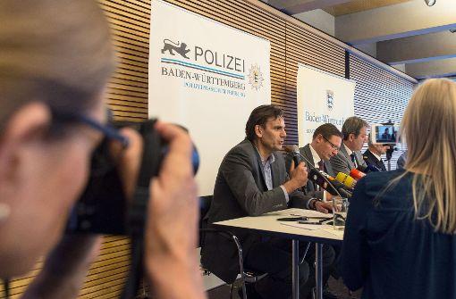 Andreas Stenger, Leiter des Kriminaltechnischen Institutes des Landeskriminalamtes Baden-Württemberg,  am Samstag in Freiburg (Baden-Württemberg) im Regierungspräsidium bei der Pressekonferenz. Foto: dpa