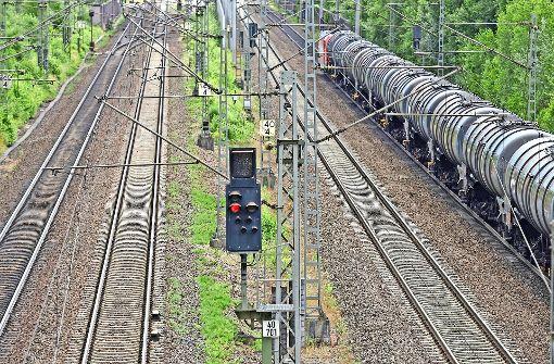 Die Rheintalstrecke gehört zur europäischen Nord-Süd-Hauptachse der Bahn. Ihre Sperrung löst erhebliche Behinderungen aus. Foto: dpa