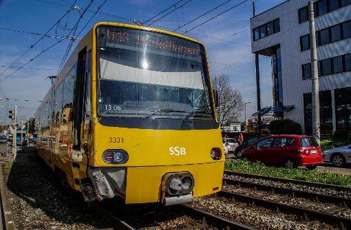 Dabei hat er die von hinten kommende Stadtbahn übersehen.  Foto: SDMG