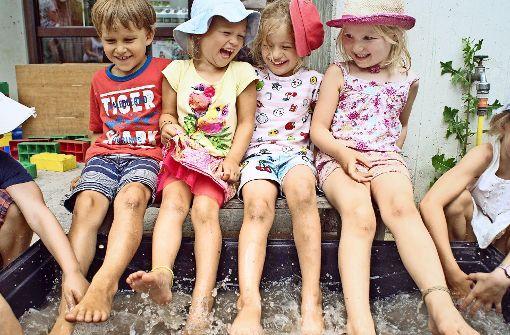 Bei Hitze dürfen die Kinder in den Pool