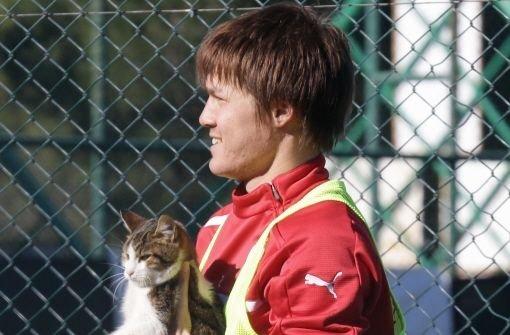 Der VfB Stuttgart bindet den 21 Jahre alten Japaner Gotoku Sakai bis 2016 an den Verein. Foto: Pressefoto Baumann