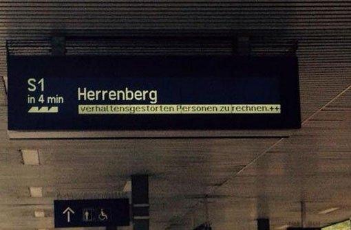 Verhaltensgestörte Personen: Der Bahn in Stuttgart ist dieser Volksfest-Hinweis sehr peinlich. Foto: twitter.com/mSchmidt1958 via twitter.com/lifehouse__