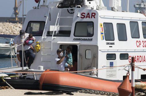 Gerettete Mittelmeer-Flüchtlinge dürfen an Land gehen