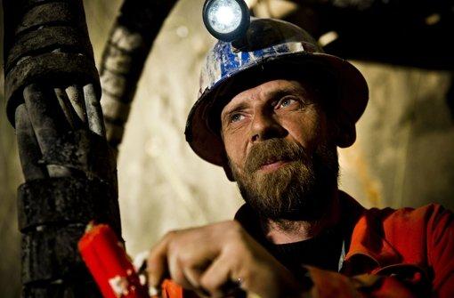 Mineur Mario Neisser bereitet an der ICE-Neubaustrecke eine Sprengung im Steinbühltunnel vor. Foto: Max Kovalenko