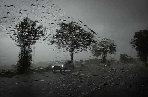 Polizei meldet erste Schäden durch Orkanböen