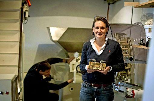 Nicole und Matthias Haag feilen  in ihrer  Seifenmanufaktur am perfekten Schaumerlebnis. Sie lassen die Tradition von Seifen-Haag wieder aufleben. Foto: Hersteller (2), Lichtgut/Max Kovalenko