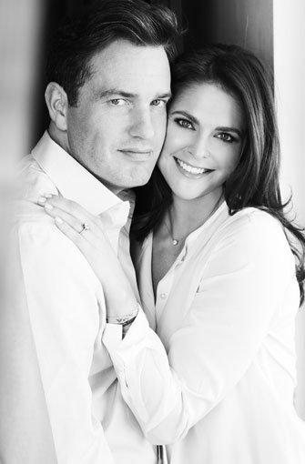 Die Prinzessin und der US-amerikanische Geschäftsmann sind seit rund zwei Jahren ein Paar. Seit Anfang des Jahres wohnen die beiden auch zusammen. Ende Oktober 2012 gaben sie offiziell ihre Verlobung bekannt. Foto: Kungahuset.se/Patrick Demarchelier