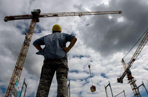 Wegen des milden Wetters konnte in den ersten Monaten auf dem Bau gearbeitet werden. Das schlägt sich nun in den Erwerbstätigenzahlen nieder. Foto: dpa