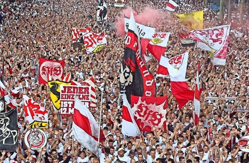 Die Fans des VfB Stuttgart begleiten ihre Mannschaft in der Regel auch auswärts zahlreich Foto: Baumann
