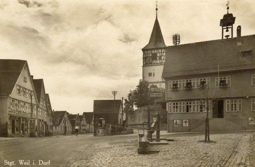 Die Postkarte mit einer Ansicht des alten Rathauses und der Oswaldkirche stammt aus dem Jahr 1941. Foto: Heimatkreis Weilimdorf