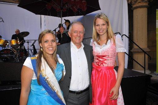 Auch Stuttgarts Oberbügermeister Fritz Kuhn ließ es sich nicht nehmen, an der Eröffnungsfeier des 38. Stuttgarter Weindorfs teilzunehmen, ebenso wie ... Foto: www.7aktuell.de |