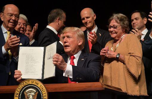 Trump verschärft Kurs gegenüber Kuba class=