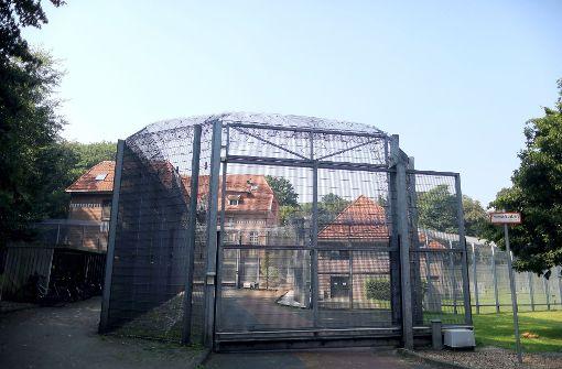 Möglicherweise bewaffneter Gefangener flieht aus Psychiatrie