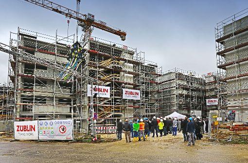 Auf 360 Millionen Euro wird der Klinikneubau in Göppingen taxiert. Ende Oktober ist Richtfest für den Bau neuer Personalwohnungen gefeiert worden. Foto: Horst Rudel