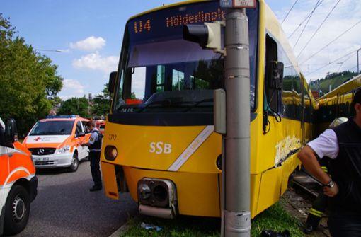 Beide Stadtbahnen sind nach Informationen der Polizei aus den Schienen gesprungen. Foto: SDMG