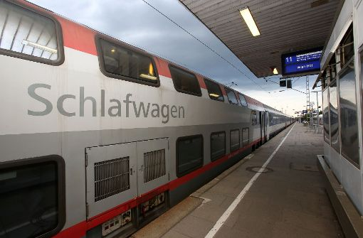Ein Nachtzug der Österreicherischen Bundesbahnen (ÖBB):  Sie haben zum Fahrplanwechsel am 11. Dezember einen Teil des DB-Angebots übernommen und bauen den Nacht- und Autozugverkehr massiv aus. Foto: dpa